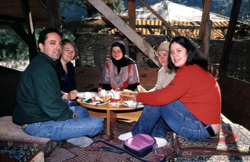 Students eating in Turkey